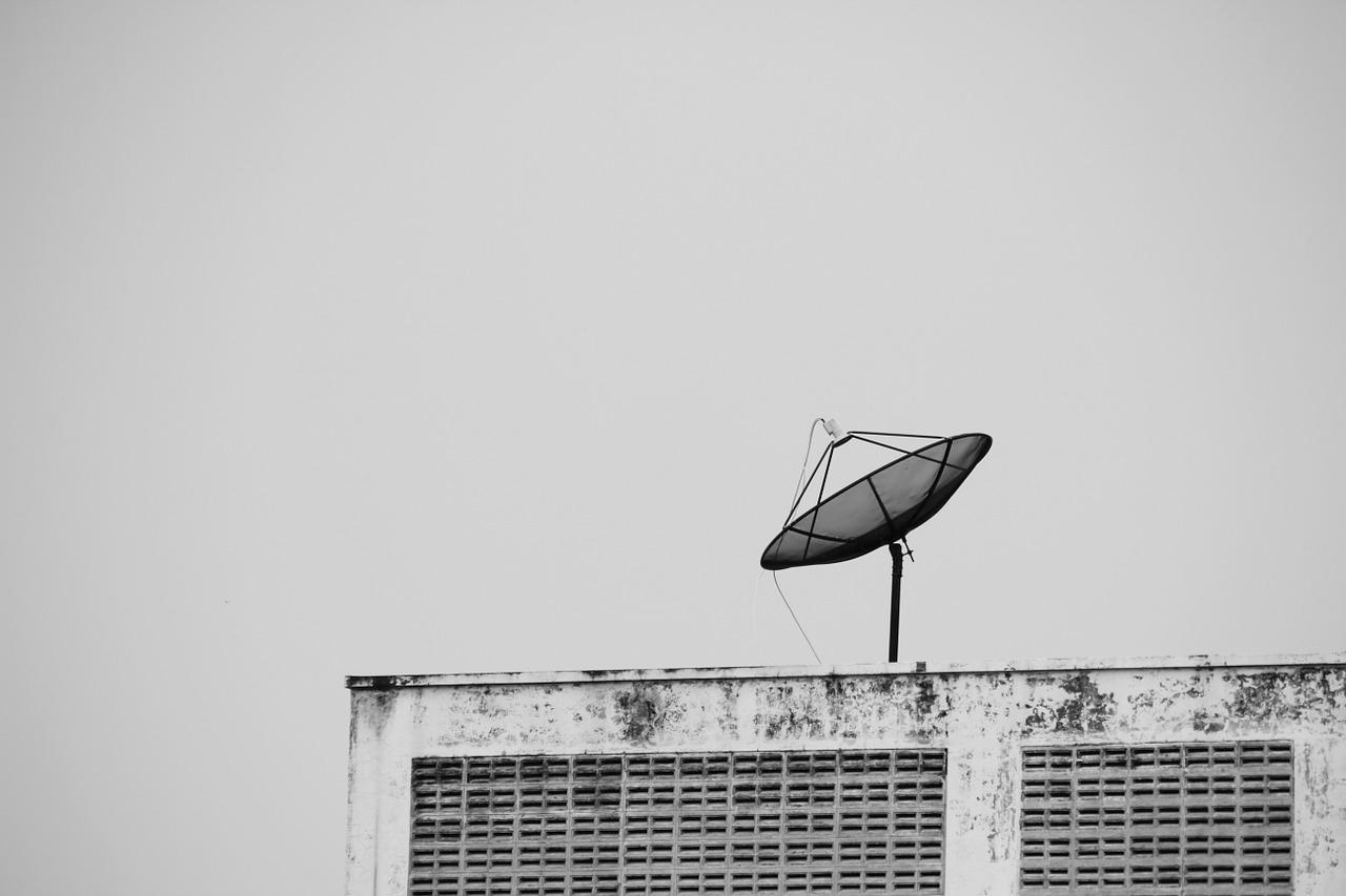 satellite-1128404_1280
